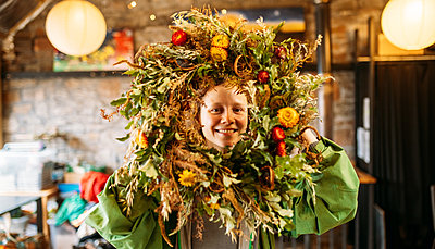 Guest presents large Christmas wreath decorated with British foliage & berries