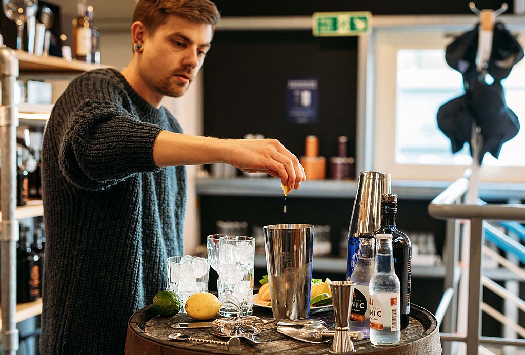 Gin cocktail masterclass with 6 O'clock Gin