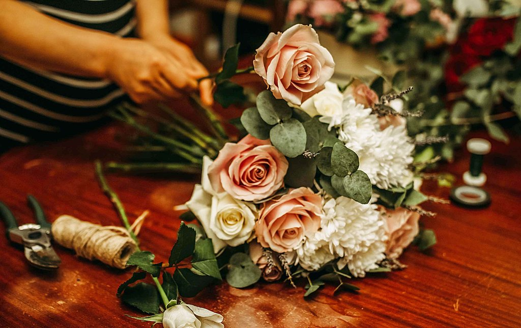 Make a posy of flowers